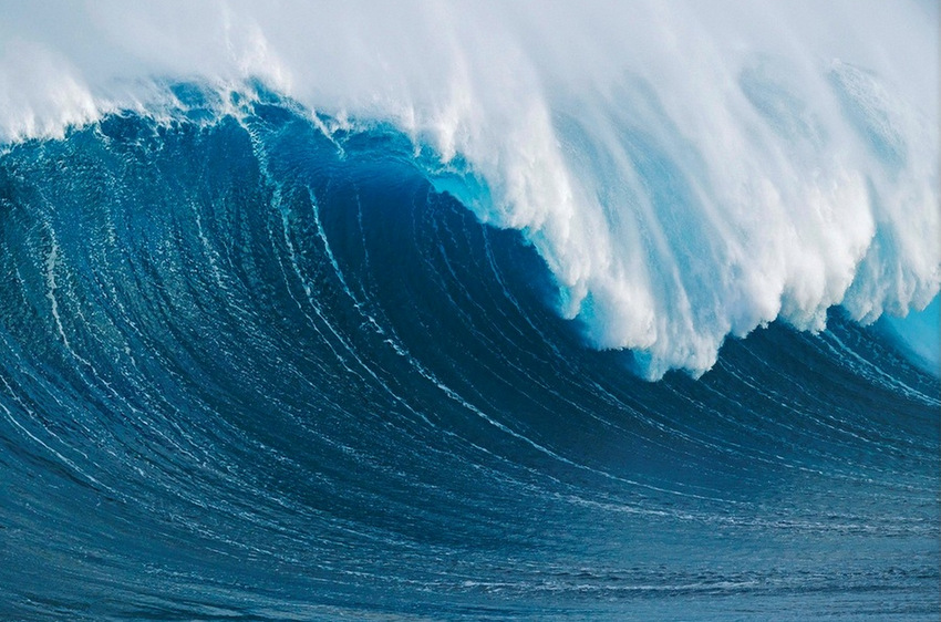 hawaii maui peahi giant wave breaking at jaws1405982